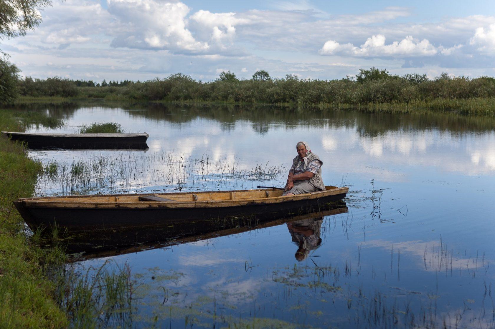 Катерина Панченя и сейчас бы посидела в лодке с удочкой — но боится штрафов / Андрей Ленкевич